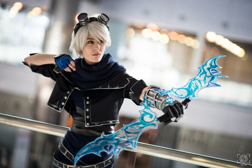 LoL: Cosplay Frost Ezreal from Igromir 2015